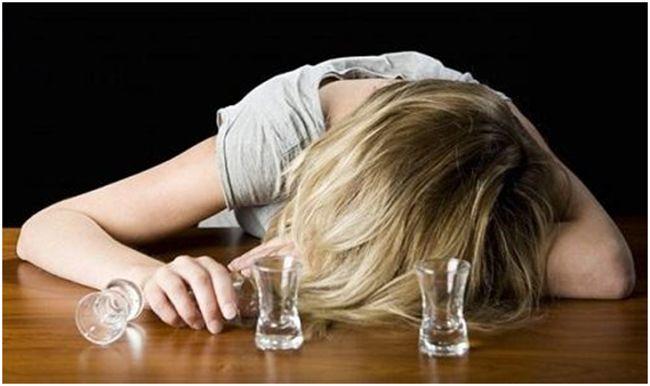 девушка страдающая алкоголизмом