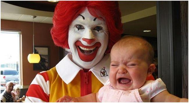 клоун с ребенком