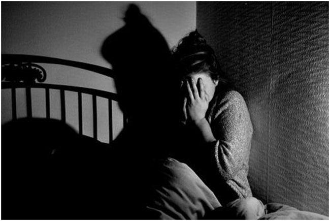 женщина боится темноты