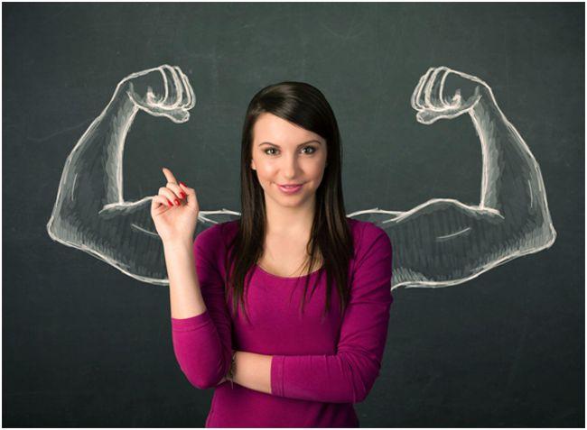 девушка и мускулы