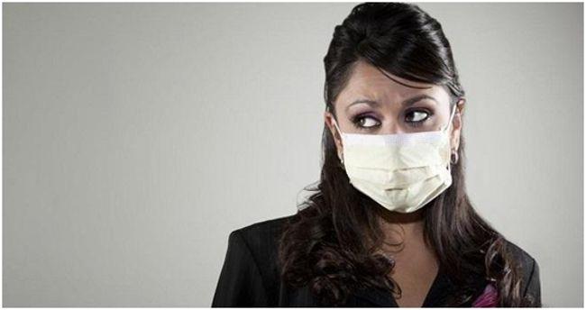 женщина в респираторе