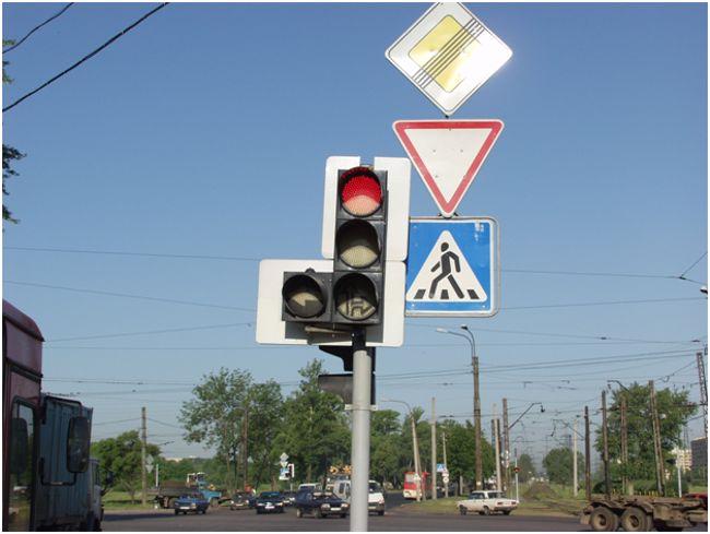 знаки дорожного движения в городе