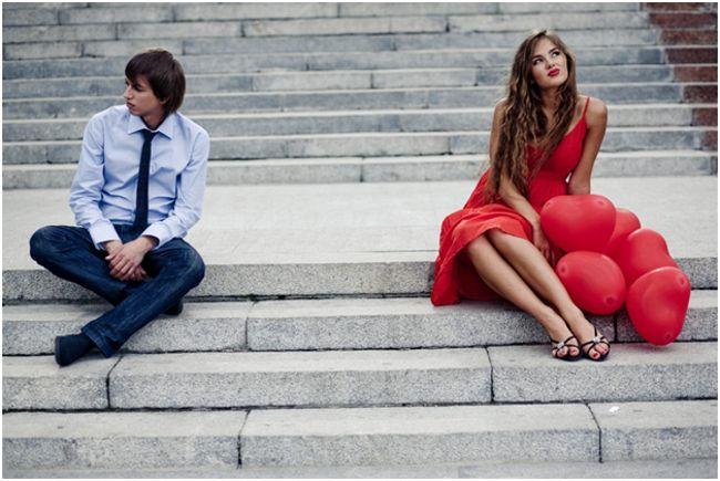 девушка и парень на лестнице