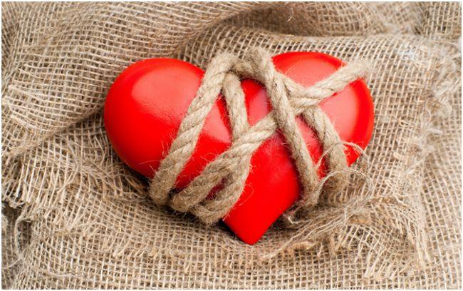 сердце, обмотанное веревками