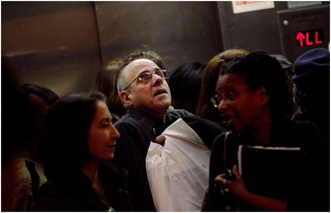 толпа в лифте