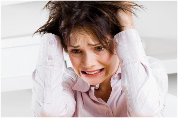 девушка в стрессе