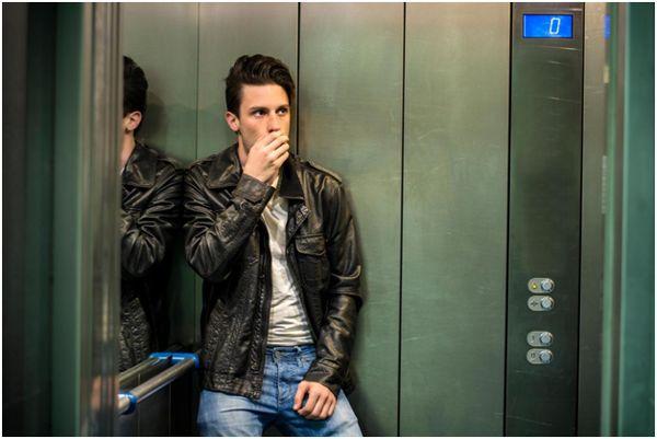 парень в лифте